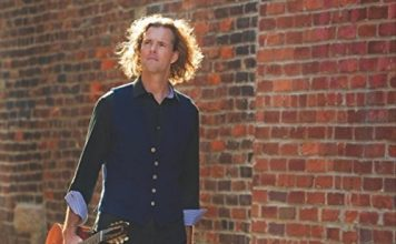 Roch Lockyer superb guitar and vocal jazz